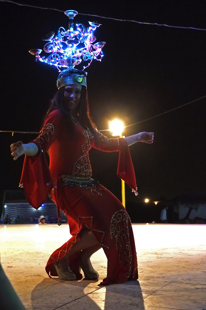 Belly dance at nght