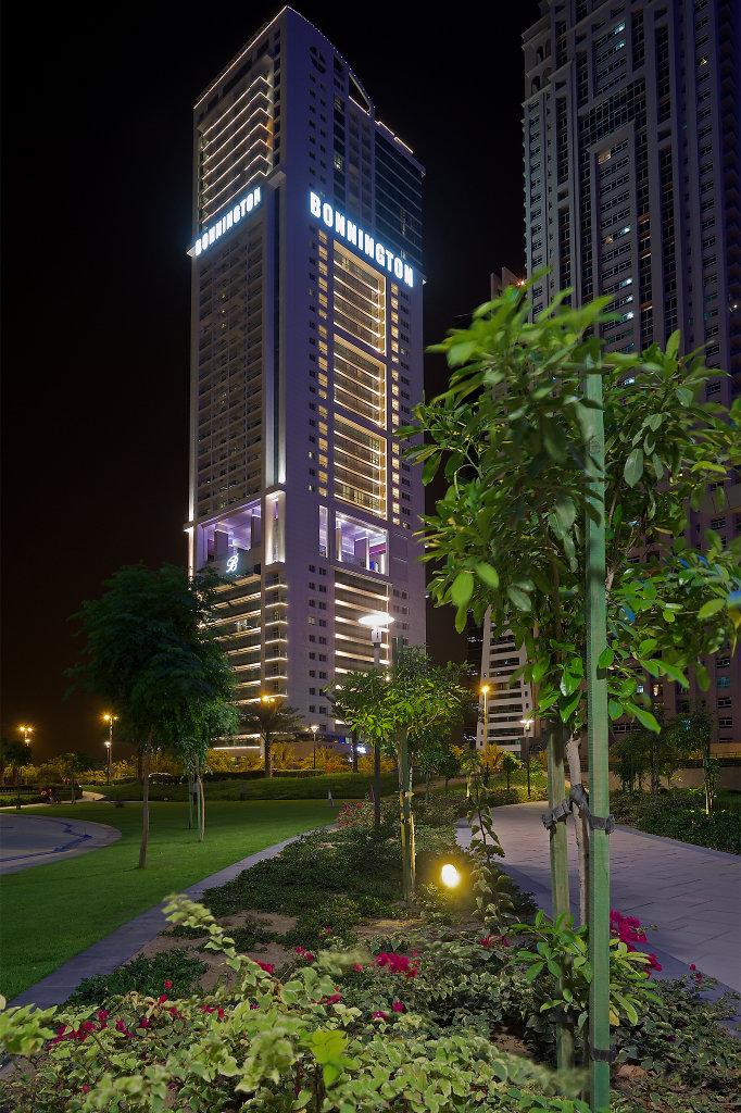 Hotel Bonnington at night
