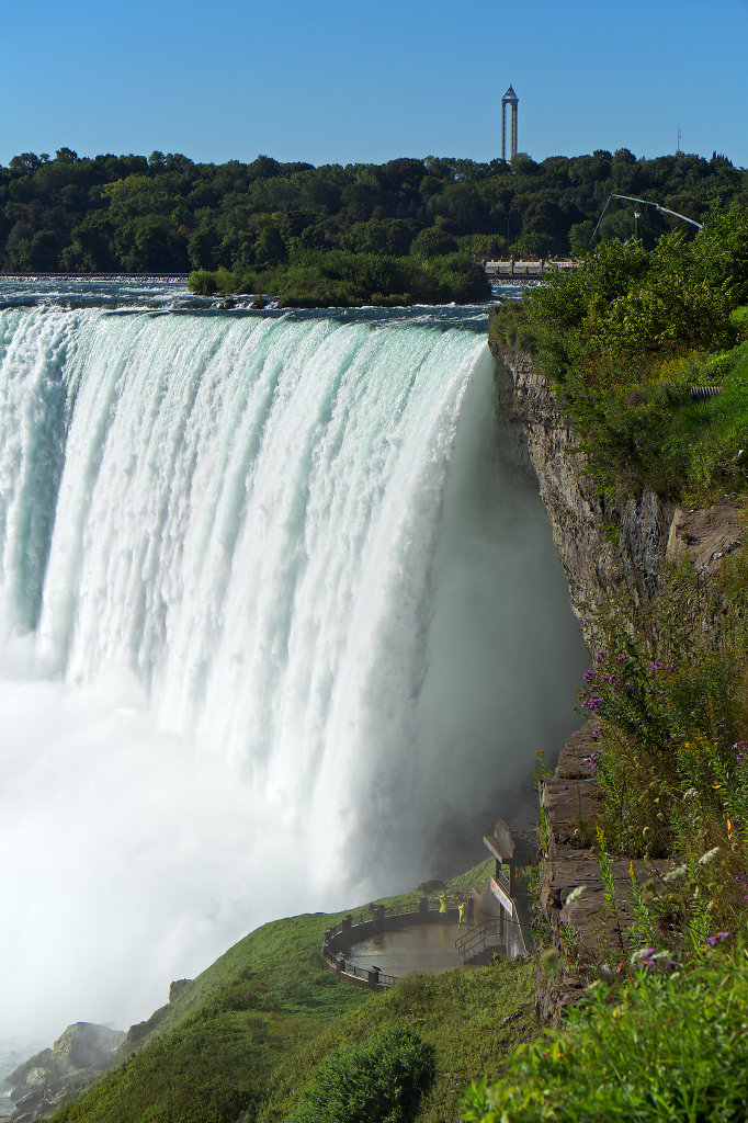 Lower observation deck behind the Horseshoe Falls
