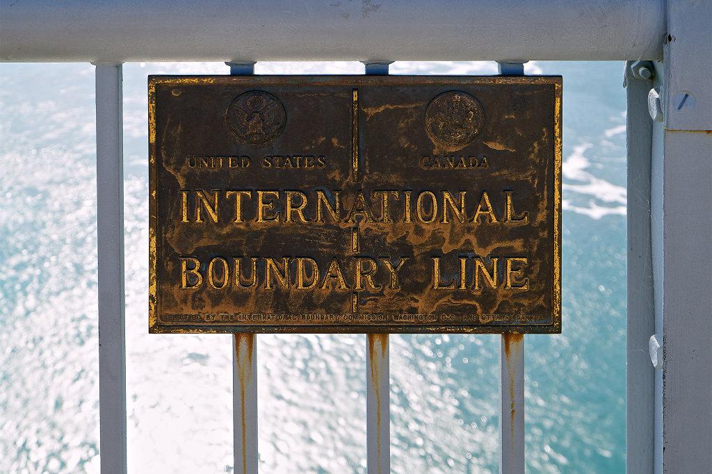 Border between USA and Canada at Rainbow Bridge