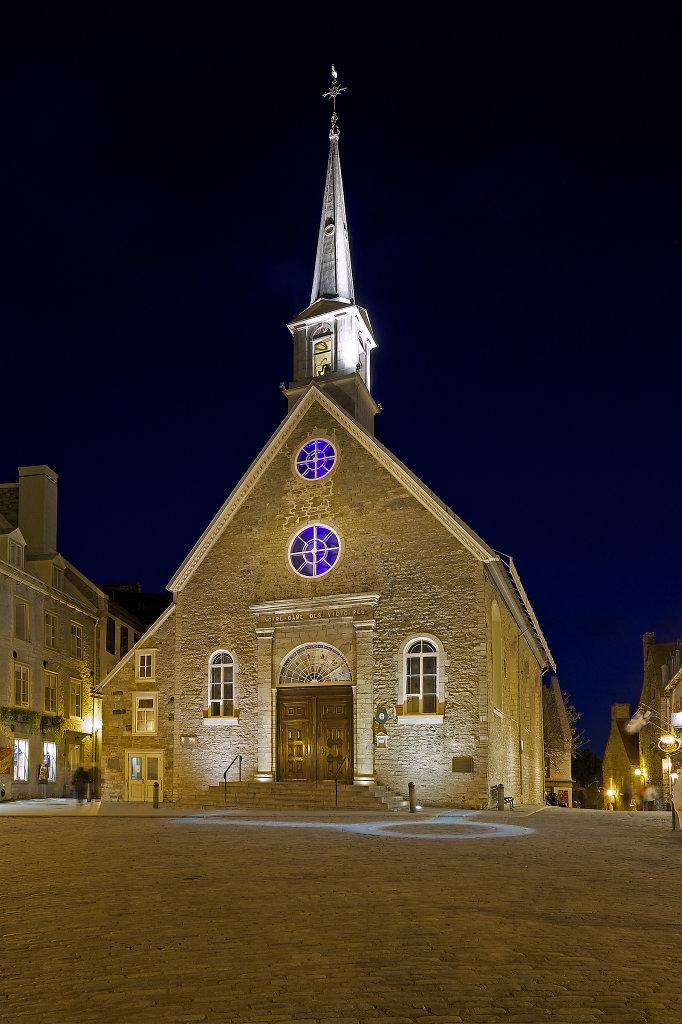 Notre-Dame-des-Victoires at night
